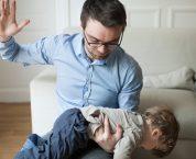 Hạn chế quyền của cha mẹ đối với con chưa thành niên quy định thế nào?